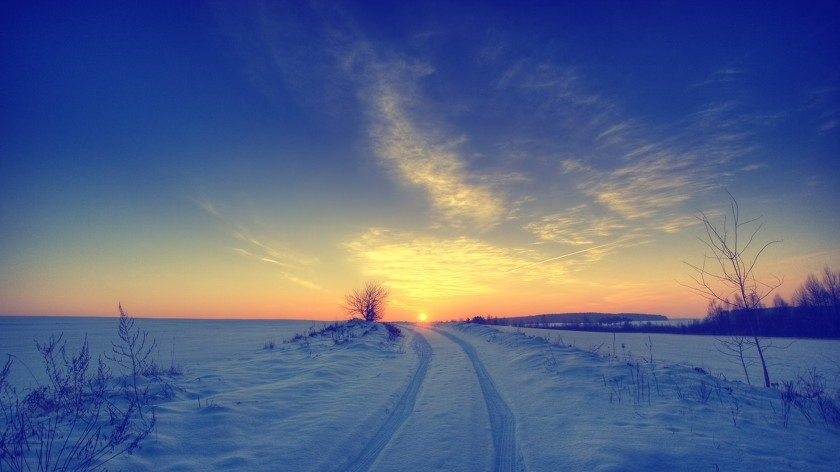 7033789-snow-sunset